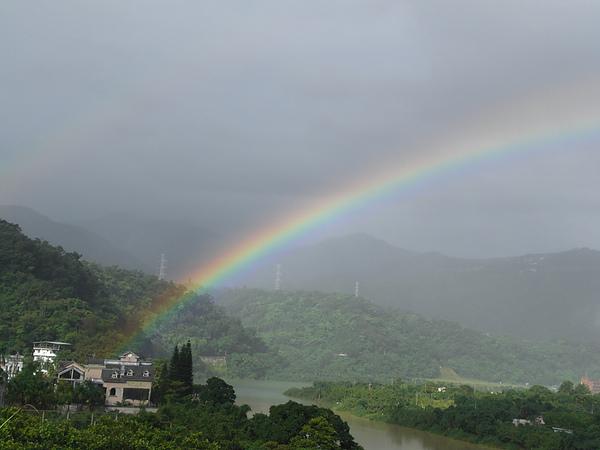 出發前家裡陽台的彩虹