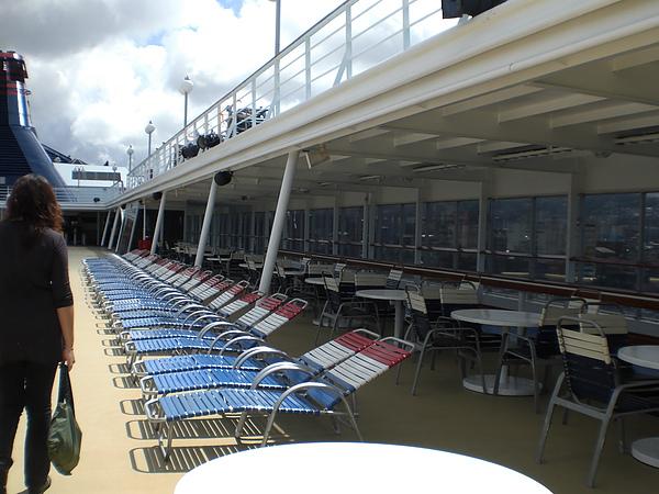 上船後9樓躺椅