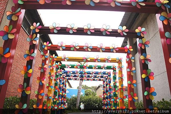 彩色拱門.jpg