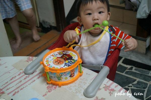 兒子紅色餐椅5.JPG