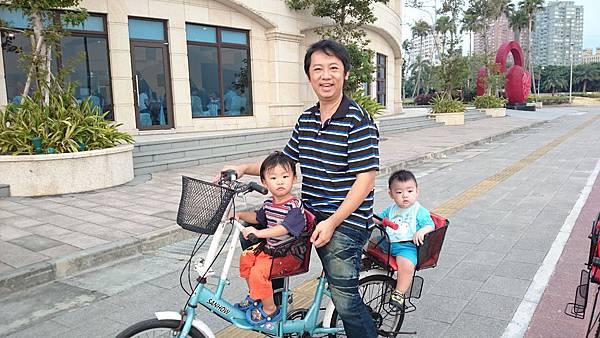 漁人碼頭騎腳踏車2.JPG