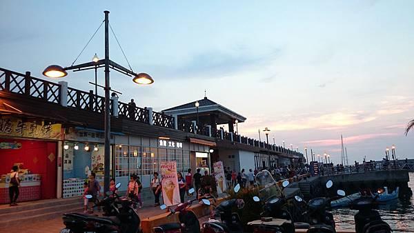漁人碼頭騎腳踏車3.JPG