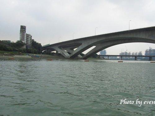 新店碧潭踩船16.jpg