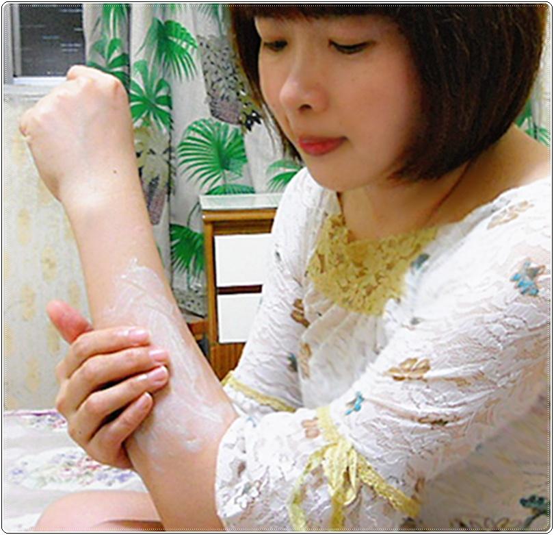 金盞花修護滋養霜擦在手上