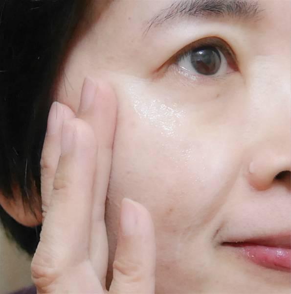 肌研極潤金緻高效保濕精華乳5.jpg