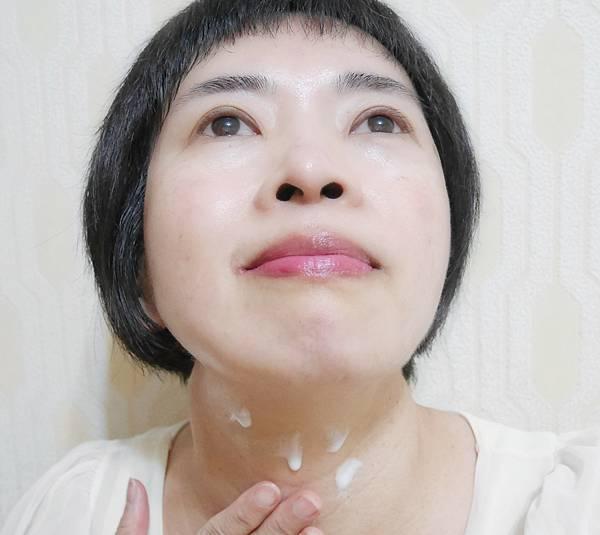 SUNTORY三得利 vitoas蜜得絲多效極妍鎖濕菁華8.jpg