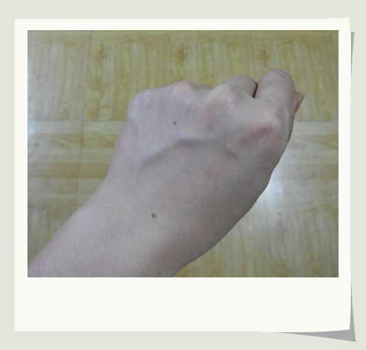 整個左手手背都擦勻了.JPG