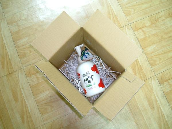打開紙箱看到潤波.JPG
