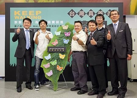圖二 帝亞吉歐與第七屆得主們一齊鼓舞國人發揮台灣真善美精神 讓夢想KEEP WALKING.jpg