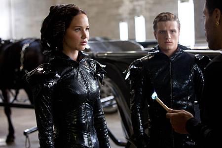 Katniss-Peeta-Ceremony