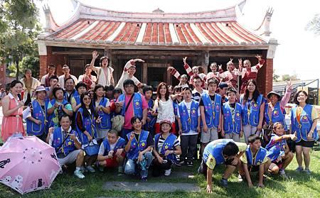 羅美玲擔任愛心大使帶領「宜蘭縣自閉症者福利協進會」學童與家長一同遊傳藝欣賞表演
