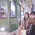 冬天搭乘路面電車,上下車就像在泡美肌三溫暖.jpg