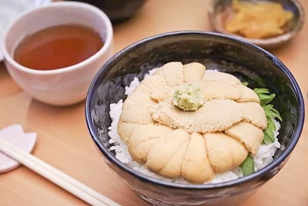 沒有明礬的海膽蓋飯,海膽最真實的鮮甜在口中擴散.jpg