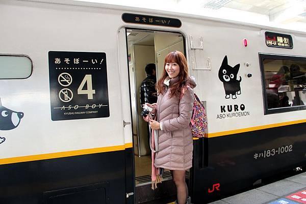 野蠻王妃準備搭乘特急 ASO BOY觀光列車前往阿蘇站.JPG