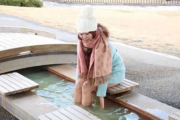 野蠻王妃親自體驗櫻島的足湯,非常舒服.JPG