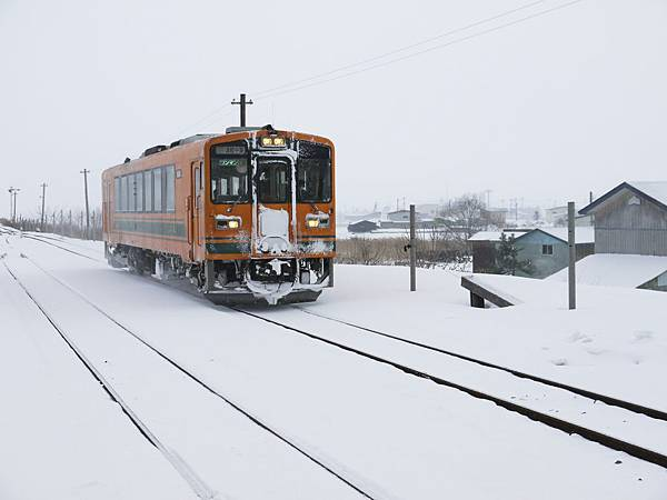行駛於雪地當中的津輕鐵道列車.jpg