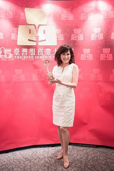 台灣雅芳榮獲2015台灣服務業大評鑑直銷業金獎