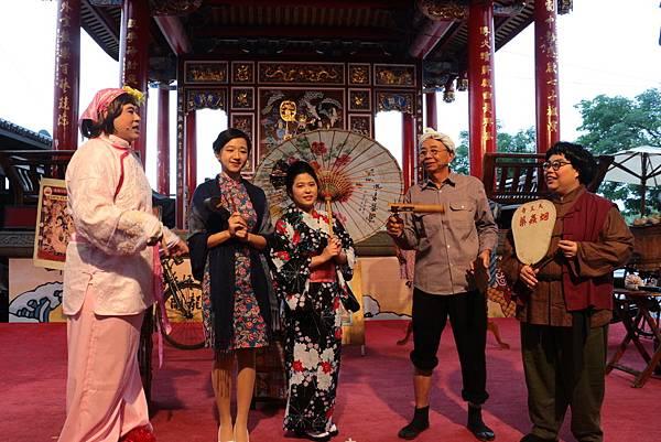二二八連假傳藝中心特別企劃古早味叫賣秀,邀請民眾穿旗袍和服免費入園
