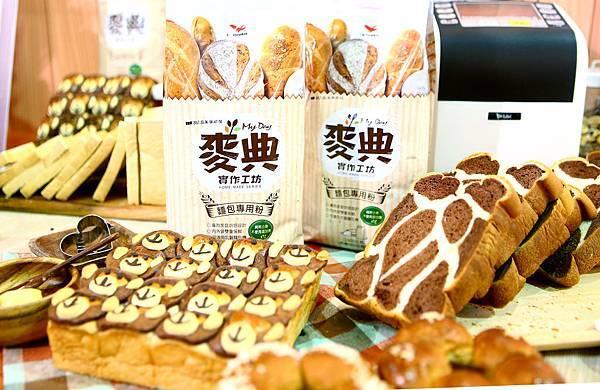 統一集團首支家用小包裝麵粉「麥典實作工坊麵包專用粉」主打家庭烘焙職人化,搭配家中烤箱麵包機即可簡單做出各式好吃麵包