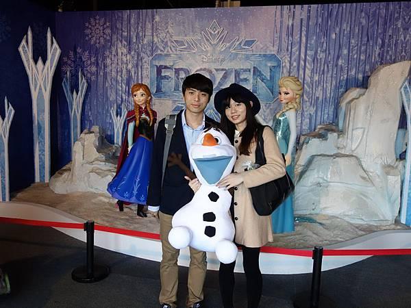圖說:第30萬名粉絲入場喜獲超大雪寶娃娃