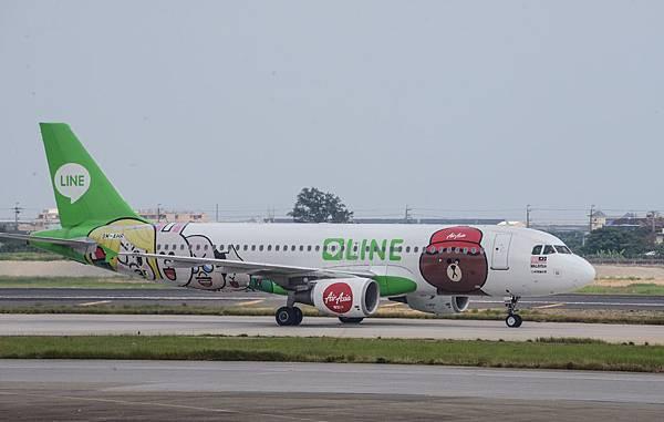 圖說四-1:為慶祝AirAsia LINE 台灣官方帳號AirAsia Taiwan正式上路,AirAsia特別安排旗下全球獨一無二的LINE彩繪機來台,給民眾一個超大驚喜!