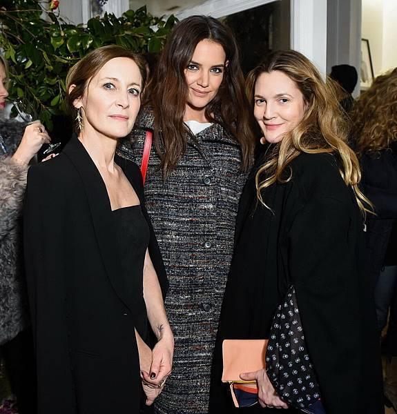 Club Monaco 創意總監兼女裝高級副總裁-Caroline Belhumeur, 凱蒂·荷姆斯(Katie Holmes)和 茱兒·芭莉摩(Drew Barrymore)-1