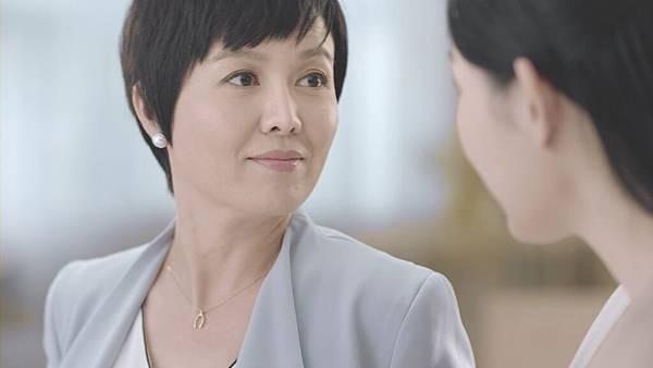 苗可麗於朵茉麗蔻廣告中完美詮譯『妳都沒變,就是最棒的改變』,脫俗氣質讓觀眾眼睛為之一亮!