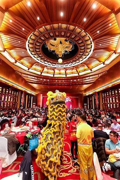 除夕晚間在圓山12廳舉辦百人大圍爐 並安排有舞獅巡禮