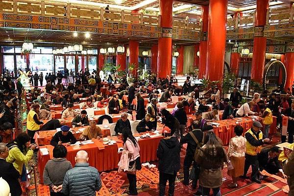 圓山飯店舉辦名家揮毫送春聯活動 超過60位書法老師現場揮毫1 (1)