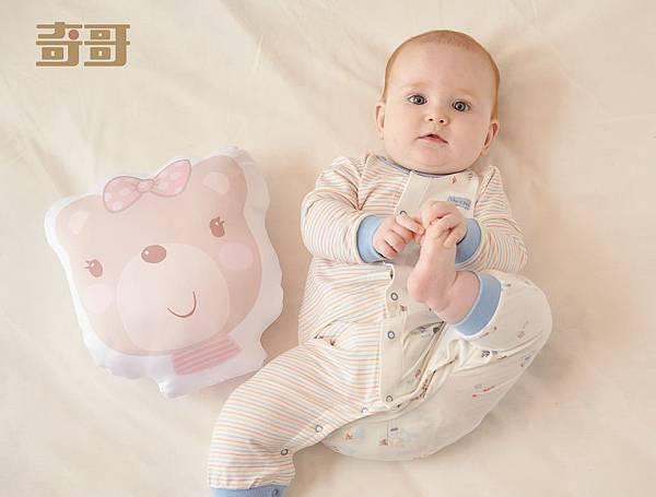 圖4.內著選用吸濕排汗效果極佳、帶給肌膚穩定舒適的水晶紗與冰紗材質,讓寶貝不論外出或冷氣房都非常實穿。