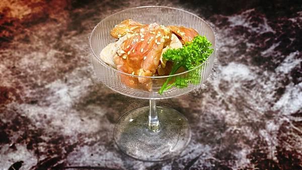 神仙雞腿肉 去骨雞腿肉使用主廚特製神仙粉包裹醃漬 「佐賀野仁提供」
