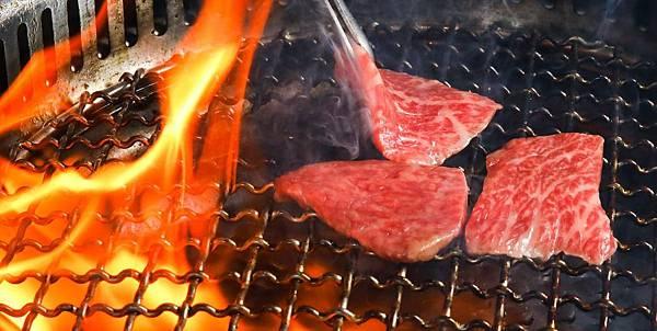 「頂級 澳洲和牛 」與日本和牛的風味也截然不同 在香氣上不輸給日本頂級A5和牛 口感軟嫩多汁 香氣濃厚「佐賀野仁提供」