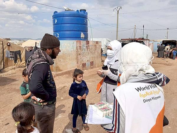 圖三 敘利亞。世界展望會已為敘利亞北部的7,203戶家庭提供了援助,並為每個家庭分發肥皂,使他們每天可以洗手(台灣世界展望會提供)