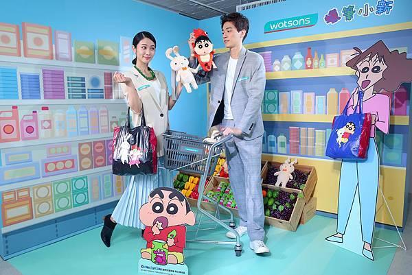 【圖三】【呱張偶包購物袋】,超萌玩偶外型,還能變出購物袋,吸睛又環保讓她愛不釋手!