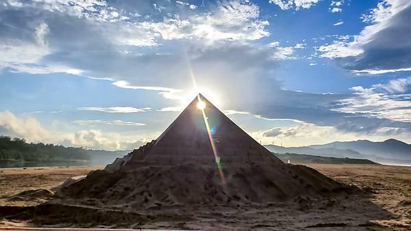 福容圖說3-福隆沙雕季金字塔夕照