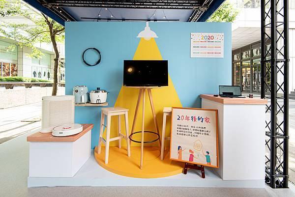 0615【PChome 新聞稿-附件】PChome 線上購物20週年快閃店揭幕今昔居家場景,O2O虛實整合創造跨時代感動回憶。