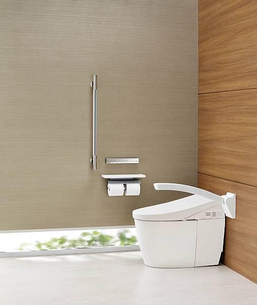 圖1高齡健康者居家舒適衛浴方案,選用全自動馬桶,自動感應沖水或以遙控器操作,避免轉身不便