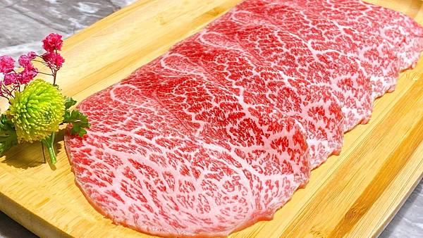 「肉懷食 提供」真。「日本和牛無限放題」餐點 採用日本頂級 A5 和牛 油花細密粉嫩
