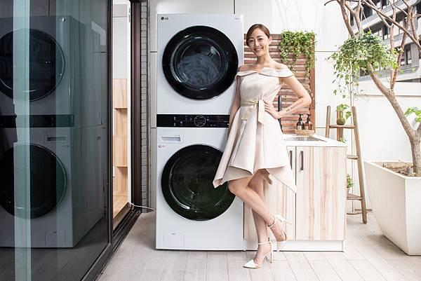 01_承襲洗乾堆疊擺放設計,擁有上層16公斤Heat Pump™除濕式乾衣機與下層19公斤蒸氣滾筒洗衣機大容量組合,為業界最大的洗乾一體機型。搭配寬度僅70公分與垂直流線式一體成型外型
