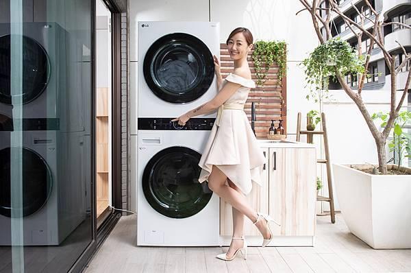 02_以符合身長比例的一體成型機身設計,打造全觸控中央控制面板,整合洗乾衣操作介面,讓消費者輕鬆操控上下機