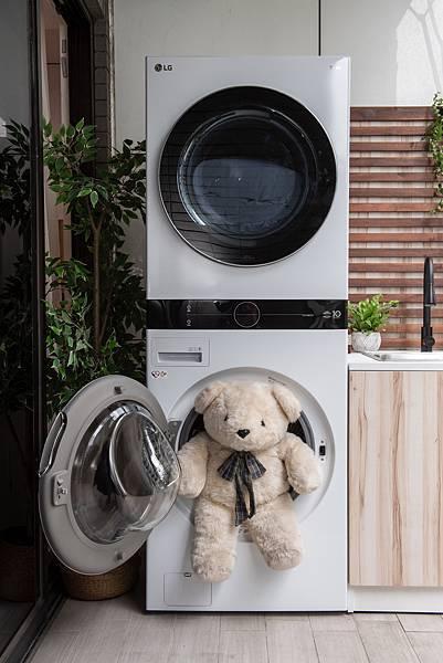 04_推出創新智慧與美感兼具的LG WashTower™ AI智控洗乾衣機,強化整合洗乾衣機軟硬體並採用先進的AI智慧科技、最高規的洗乾及殺菌技術,實現內外兼具的機能美學,創造至臻完美的