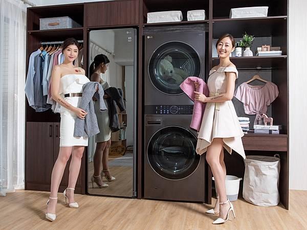14_上下門拉把依照人體比例設計靠近中間位置,不須彎腰也能輕鬆開啟下方筒槽門,讓洗衣到乾衣都從容優雅