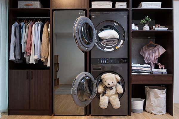 11_LG WashTower™ AI智控洗乾衣機中的蒸氣滾筒洗衣機搭載AIDD™智慧直驅變頻馬達享10年保固,洗衣機採用全不銹鋼筒槽,並具備筒槽殺菌行程,筒槽保養更簡單,不會越洗越髒