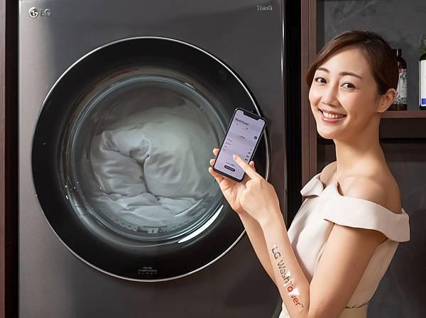 18_LG WashTower™ AI智控洗乾衣機連結LG ThinQ™ App下載雲端洗衣機及乾衣機各19種精細行程,隨時遠端控制及韌體升級,讓機器能夠與時俱進並實現居家物聯網,消費者可不受距離限制,