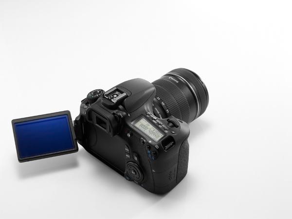 圖說一 Canon EOS 60D為EOS系列數位單眼相機首款配備有3吋可翻轉LCD螢幕的機型,擁有高達104萬點解析度,無論是即時顯示拍攝、短片拍攝或查看已拍攝影像時都更見清晰細緻。.jpg