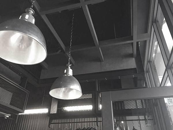 台中黃馨儀提供-材窯火腿製造所-鐵灰硬質板 (1).jpg