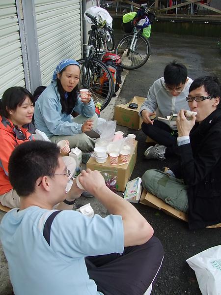 帶點流浪樣的雨中午餐 (7).JPG