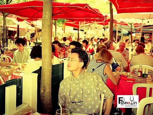 PhotoCap_23 1996 梵谷的夜間咖啡屋 Vincent.jpg