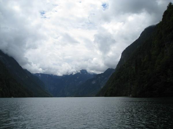 湖還蠻大的