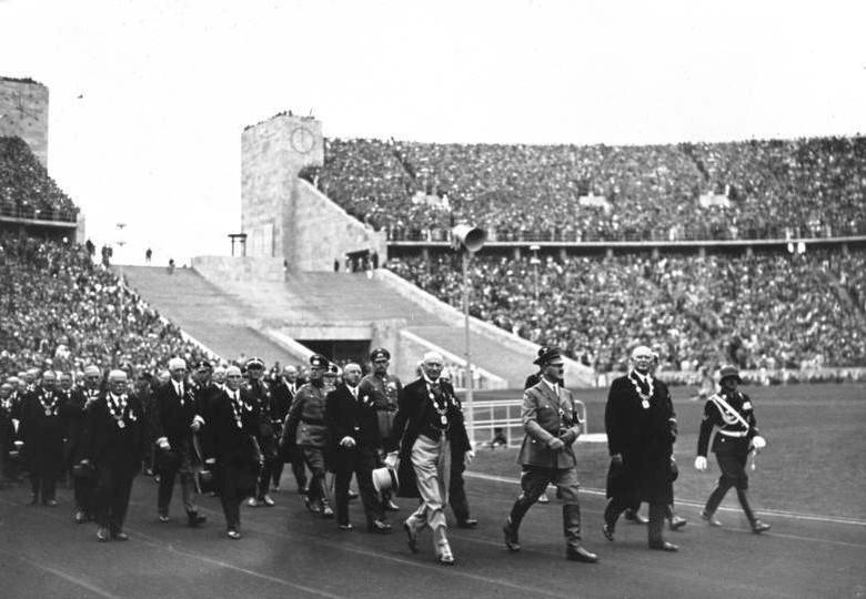 Bundesarchiv_Bild_146-1976-033-17,_Berlin,_Olympische_Spiele.jpg
